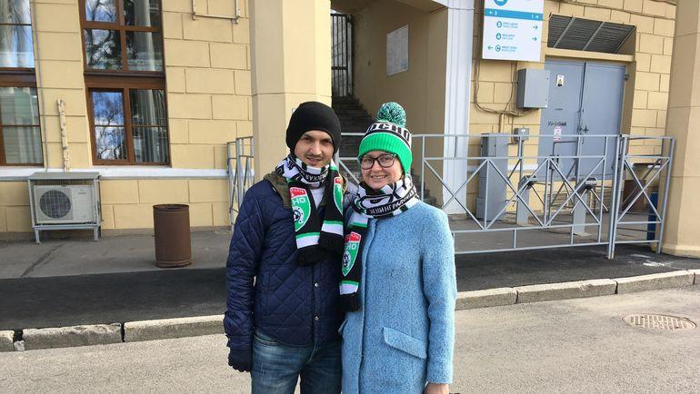 """Екатерина и ее турецкий друг-болельщик """"Бешикташа""""."""