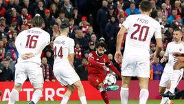 """Вторник. Ливерпуль. """"Ливерпуль"""" - """"Рома"""" - 5:2. Игроки гостей в защите во время атаки Мохамеда САЛАХА."""