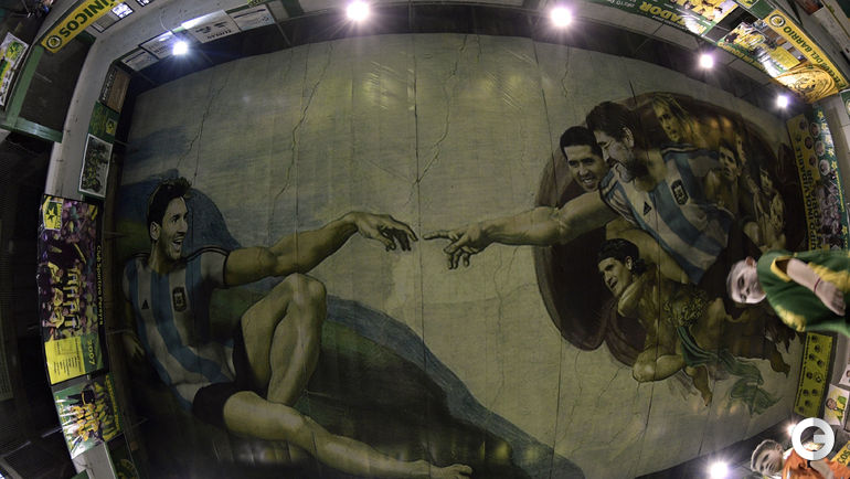 24 апреля. Буэнос-Айрес. Фреска на потолке футбольного центра.