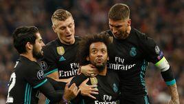 "Среда. Мюнхен. ""Бавария"" - ""Реал"". Игроки мадридской команды празднуют гол."