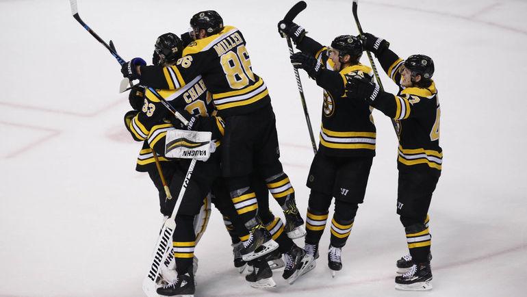"""Сегодня. Бостон. """"Бостон"""" - """"Торонто"""" - 7:4. Игроки """"Брюинз"""" празднуют выход во второй раунд Кубка Стэнли. Фото USA TODAY Sports"""