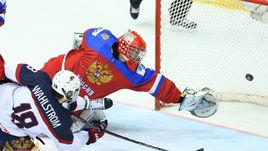 Сборная России проиграла команде США (1:5) в 1/4 финала юниорского чемпионата мира.