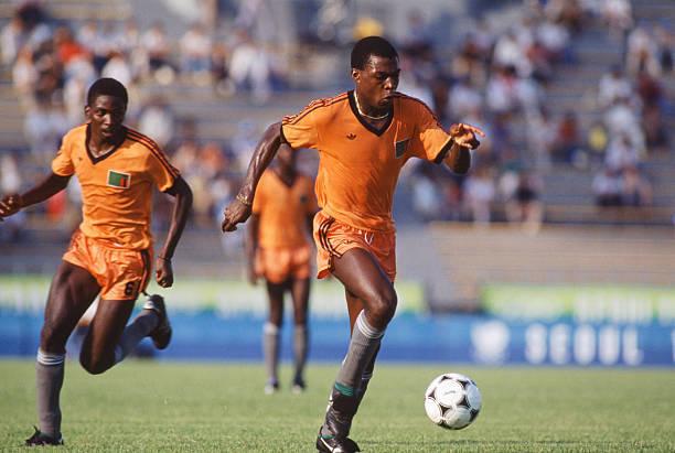 Калуша БВАЛИЯ (справа) во время матча против сборной Италии на Играх в Сеуле.