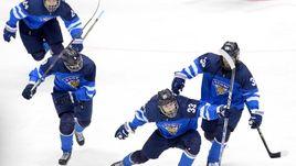 Воскресенье. Челябинск. Финляндия - США - 3:2. Финские хоккеисты празднуют победу.