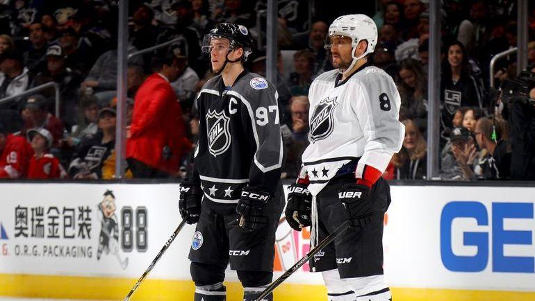 Январь 2017 года. Лос-Анджелес. Коннор МАКДЭВИД (слева) и Александр ОВЕЧКИН на Матче всех звезд НХЛ. Фото AFP