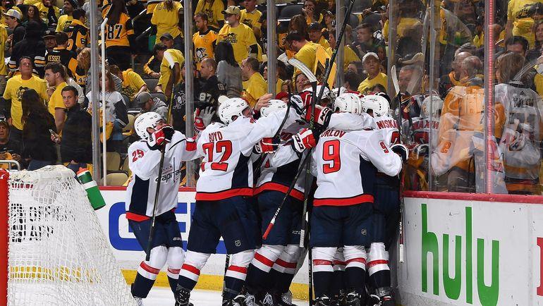 """Сегодня. Питтсбург. """"Питтсубрг"""" - """"Вашингтон"""" - 1:2 ОТ. Игроки """"Кэпиталз"""" празднуют победу. Фото Пресс-служба НХЛ"""