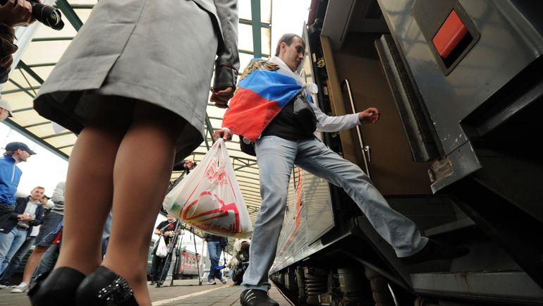 Пассажиры на Белорусском вокзале российской столицы. Фото AFP