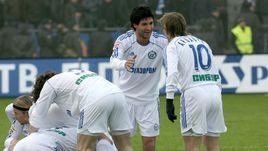 Алехандро ДОМИНГЕС (в центре) и Андрей АРШАВИН (№10).