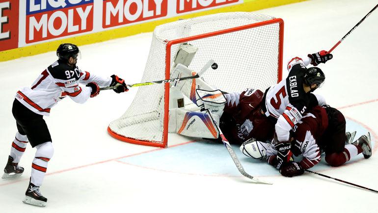 Вчера. Хернинг. Канада - Латвия - 2:1 ОТ. Победный гол Коннора МАКДЭВИДА. Фото REUTERS