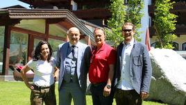 Станислав ЧЕРЧЕСОВ с сотрудниками гостиницы, где будет жить сборная России.