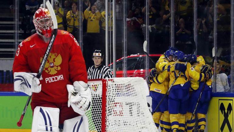 Вчера. Копенгаген. Россия - Швеция - 1:3. 37-я минута. Только что Василий КОШЕЧКИН пропустил вторую шайбу. Фото REUTERS