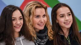 Евгения МЕДВЕДЕВА (слева), Этери ТУТБЕРИДЗЕ (в центре) и Алина ЗАГИТОВА.