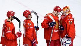 В четвертьфинале ЧМ-2018 с Канадой - в воротах России Игорь ШЕСТЕРКИН (справа).