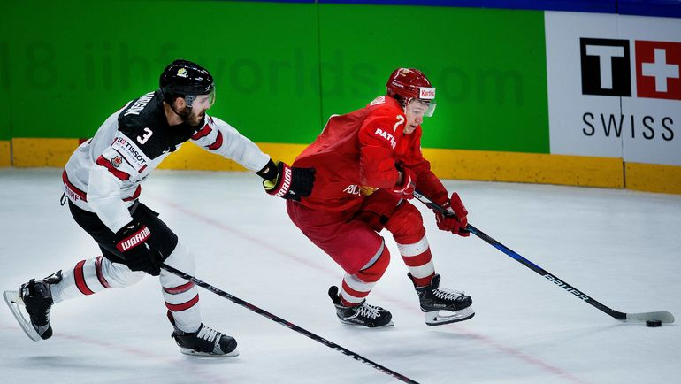 Четверг. Копенгаген. Россия - Канада - 4:5 ОТ. В этой игре Кирилл КАПРИЗОВ (справа) был удален в решающий момент овертайма. Фото AFP