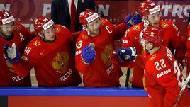 Четверг. Копенгаген. Россия - Канада - 4:5 ОТ. Павел ДАЦЮК (в центре) и его партнеры были близки к полуфиналу.