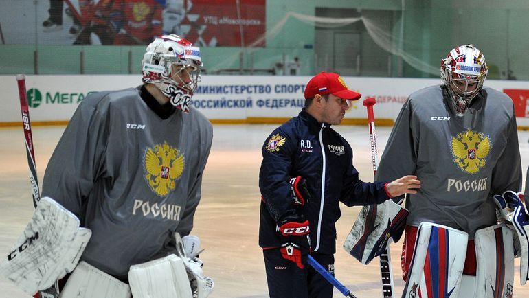 Рашит ДАВЫДОВ (в центре) с Ильей СОРОКИНЫМ (слева) и Игорем ШЕСТЕРКИНЫМ. Фото Алексей ИВАНОВ