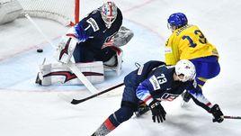 Сегодня. Копенгаген. Швеция – США – 6:0. Маттиас ЯНМАРК (справа) поражает ворота американцев.