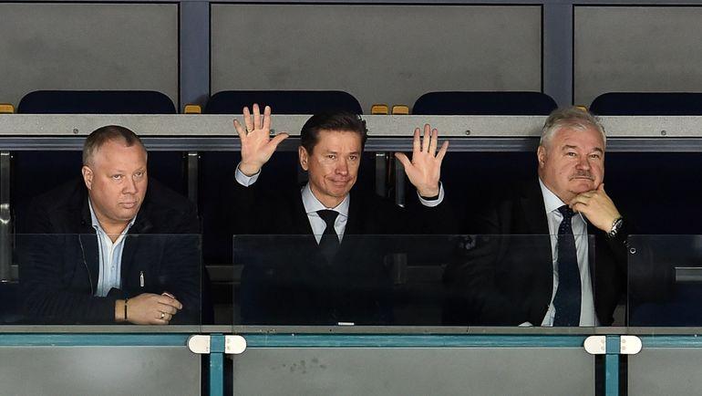 Вячеслав БЫКОВ (в центре). Фото photo.khl.ru