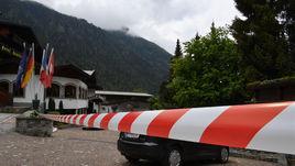 Отель сборной России в Австрии оградили красно-белой лентой