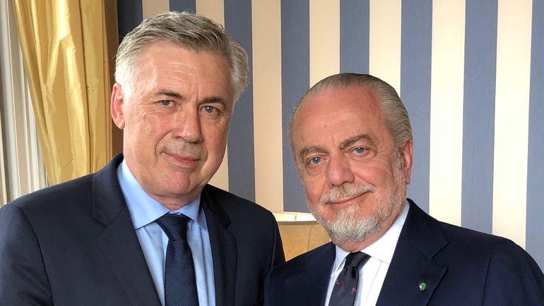 """Президент """"Наполи"""" Аурелио де Лаурентис (справа) и новый тренер команды Карло Анчелотти."""