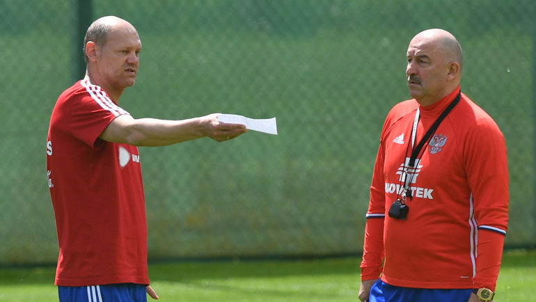 Мирослав РОМАЩЕНКО (слева) и Станислав ЧЕРЧЕСОВ. Фото Александр ФЕДОРОВ, «СЭ»