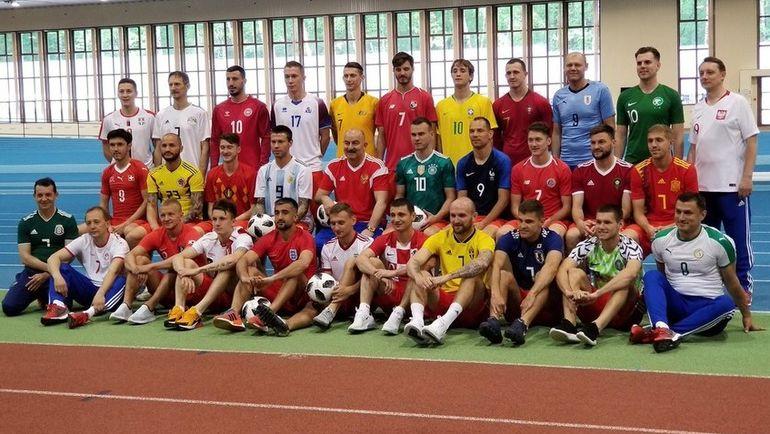 Сборная России в футболках 32 команд чемпионата мира-2018. Фото twitter.com/TeamRussia