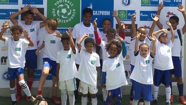 Юные послы программы - дети с уникальными личными историями. Фото media.footballforfriendship.com