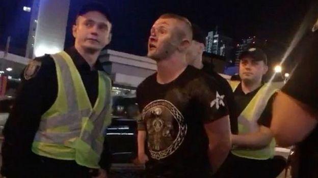 Один из нападавших - украинский фанат - пострадал при задержании. Фото twitter.com