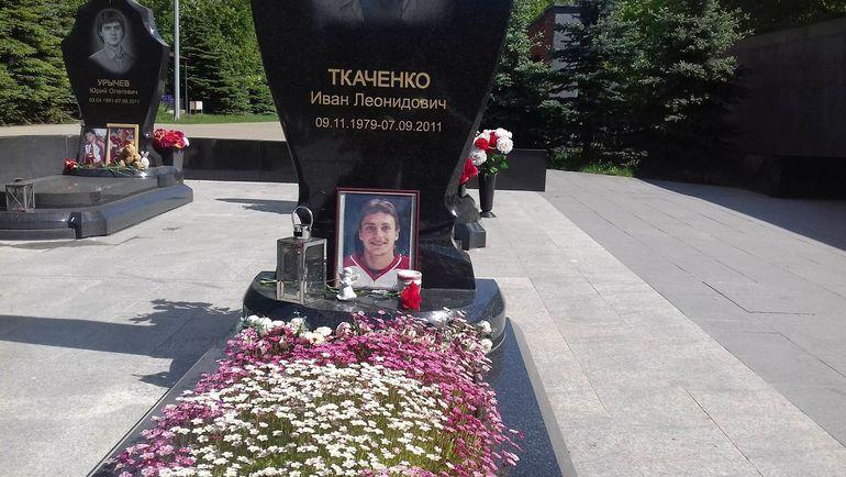 """Вандалы осквернили могилы игроков """"Локомотива""""? Правда ли это"""