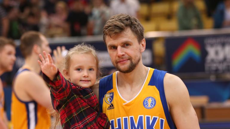 Егор ВЯЛЬЦЕВ с дочкой.