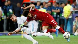 """Суббота. Киев. """"Реал"""" - """"Ливерпуль"""" - 3:1. СЕРХИО РАМОС наносит травму Мохамеду САЛАХУ."""