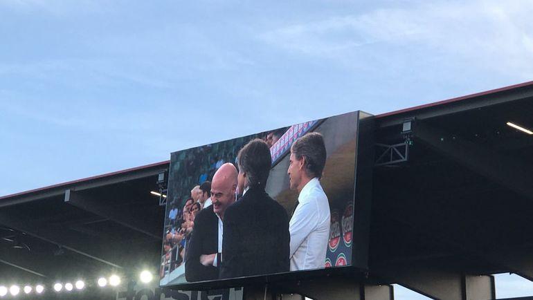 Джанни Инфантино и Роберто Манчини на табло стадиона. Фото Дмитрий СИМОНОВ, «СЭ»