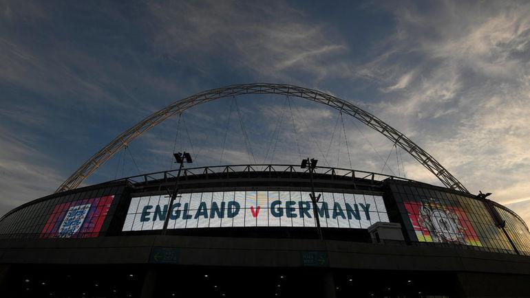 """Вид на фасад стадиона """"Уэмбли"""". Фото REUTERS"""