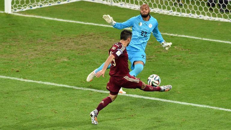 Александр САМЕДОВ не забивает гол в ворота сборной Алжира. Фото AFP