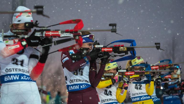 Виктория СЛИВКО (вторая слева) вошла в основной состав женской сборной России по биатлону на сезон-2018/19. Фото Андрей АНОСОВ, СБР