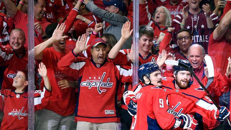 """Сегодня. Вашингтон. """"Вашингтон"""" - """"Вегас"""" - 3:1. Дмитрий ОРЛОВ (слева) и Евгений КУЗНЕЦОВ. Фото НХЛ"""