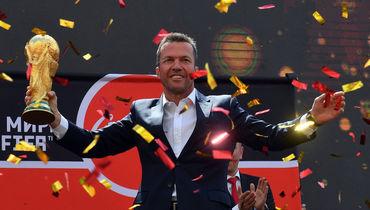 Маттеус представил кубок чемпионата мира в Москве