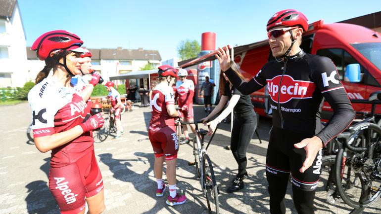 Велоспорт - приносит пользу спонсорам.