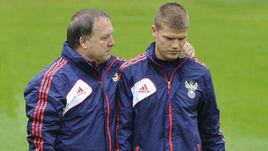 Бывший главный тренер сборной России Дик АДВОКАТ и ведущий хавбек команды Игорь ДЕНИСОВ.