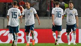 30 мая. Инсбрук. Австрия - Россия - 1:0. Игроки сборной России после матча.