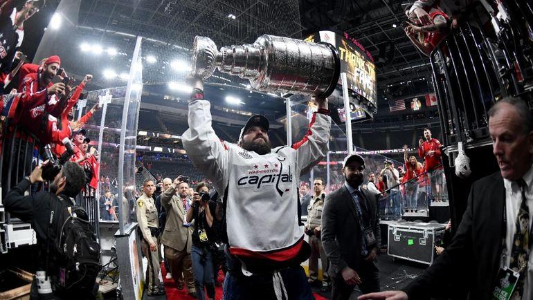 Сегодня. Лас-Вегас. Александр ОВЕЧКИН с Кубком Стэнли. Фото Твиттер НХЛ