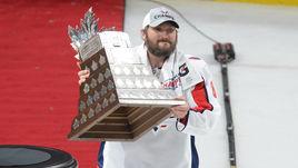 Сегодня. Лас-Вегас. Обладатель Кубка Стэнли-2018 Александр ОВЕЧКИН с призом самому ценному игроку плей-офф НХЛ.
