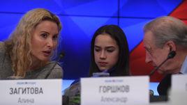 Александр ГОРШКОВ с тренером Этери ТУТБЕРИДЗЕ и ее воспитанницей, олимпийской чемпионкой Пхенчхана Алиной ЗАГИТОВОЙ.