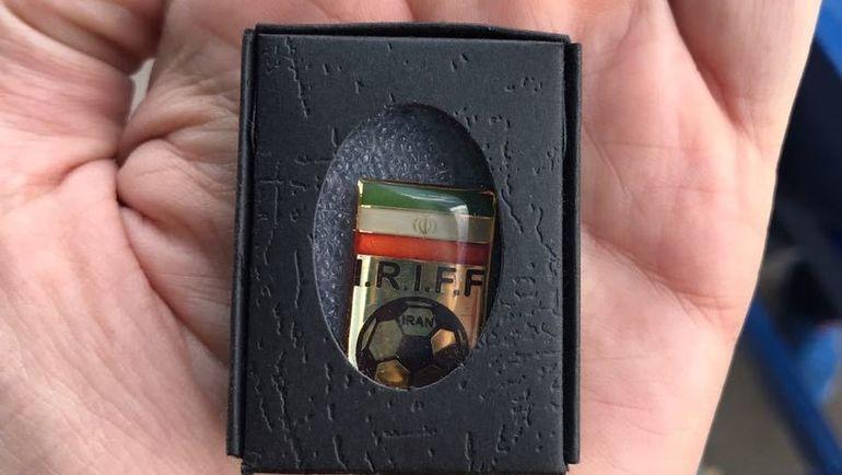Подарок от сборной Ирана. Фото Илья АНДРЕЕВ, «СЭ»