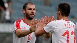 Бранислав ИВАНОВИЧ (слева) отметился красивым голом за сборную Сербии.
