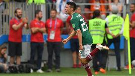 Воскресенье. Москва. Лужники. Германия - Мексика - 0:1. Ирвинг ЛОСАНО празднует забитый гол.