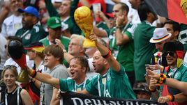 Воскресенье. Москва. Лужники. Германия - Мексика - 0:1. Поход за новым кубком чемпионы мира начали с неожиданного поражения.