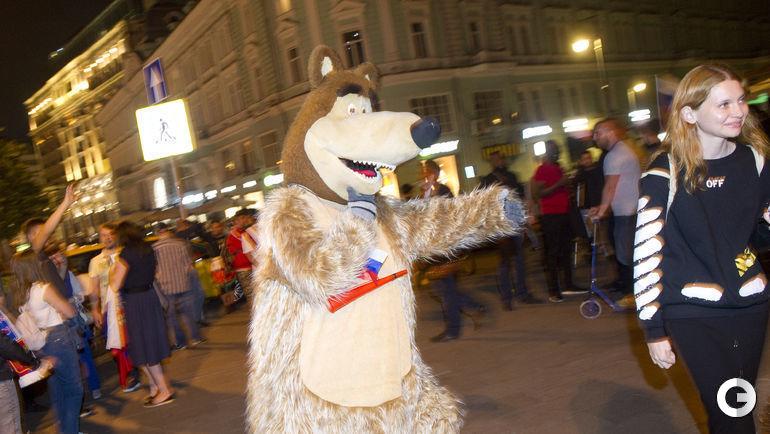 Среда. Ночная Москва после победы сборной России над командой Египта.
