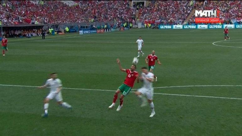 Момент в матче Португалия - Марокко.