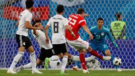 Вторник. Санкт-Петербург. Россия - Египет - 3:1. 62-я минута. Артем ДЗЮБА забивает третий мяч в ворота египтян.